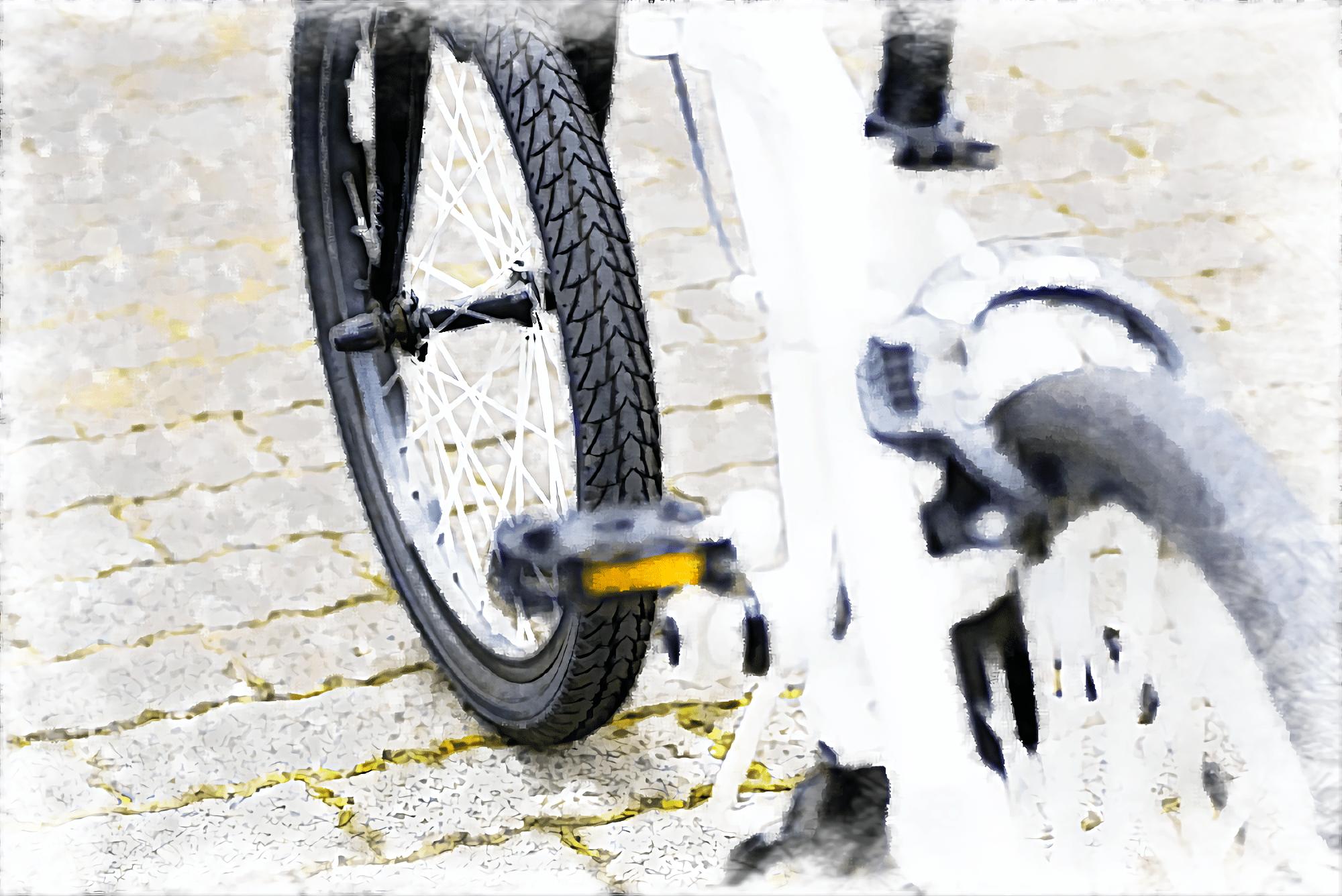 ミニベロタイプの白い折りたたみ電動アシスト自転車